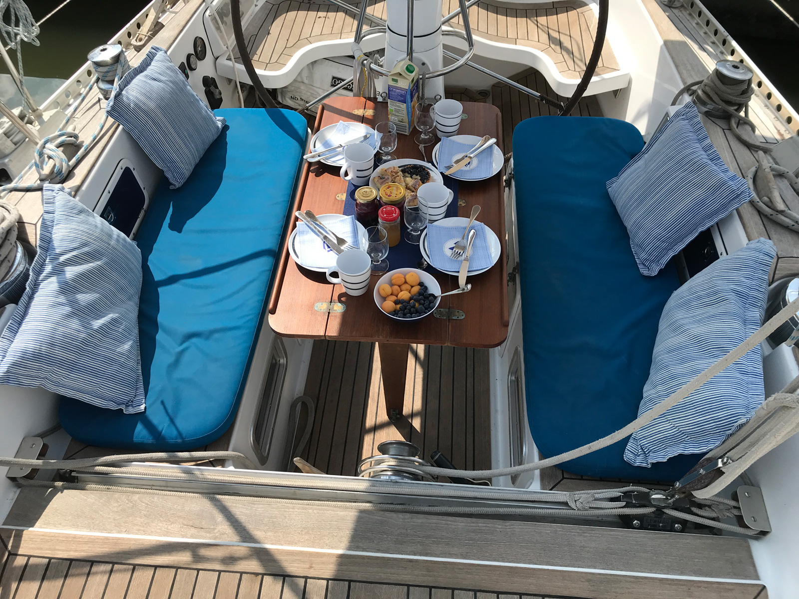 Breakfast in Glückstadt on SY Montana Swan 48